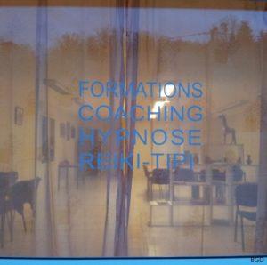 Local de Franche Com- vitre principale montrant la salle de formation